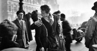 Robert Doisneau Il Bacio dell'Hotel de Ville, 1950 © Atelier Robert Doisneau