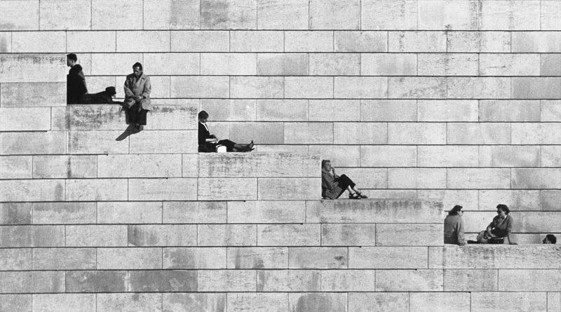 Robert Doisneau La diagonale dei gradini, Parigi 1953 © Atelier Robert Doisneau