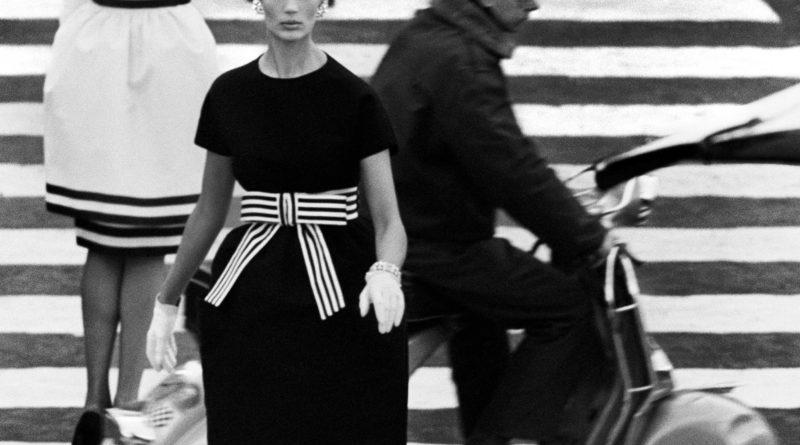 © William Klein - Nina, piazza di Spagna, Roma 1960 (dalla sezione Moda)