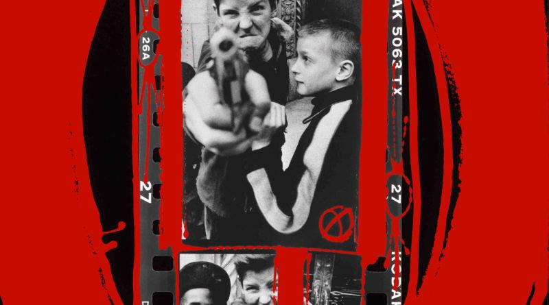 © William Klein 8. Gun 1, 1955, dipinto 1999 (dalla sezione Contatti dipinti)