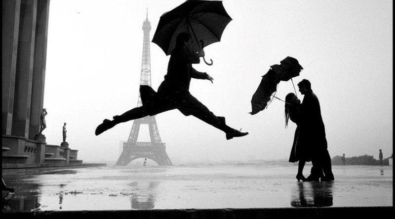 Eiffel tower 100th anniversary, Paris, France, 1989 © Elliott Erwitt / Magnum Photos