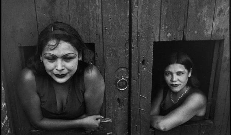 MEXICO. Mexico City. Prostituées. Calle Cuauhtemoctzin. 1934. © Henri Cartier-Bresson / Magnum Photos