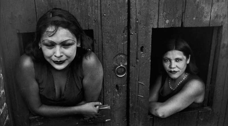 Prostitute. Calle Cuauhtemoctzin, Città del Messico, Messico 1934 © Henri Cartier-Bresson / Magnum Photos