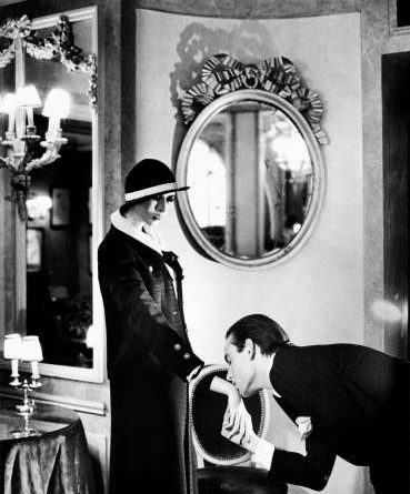 At Maxim´s from the series Sleepless Nights Paris 1978 © Helmut Newton Estate